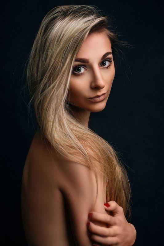 портрет, девушка, взгляд Янаphoto preview