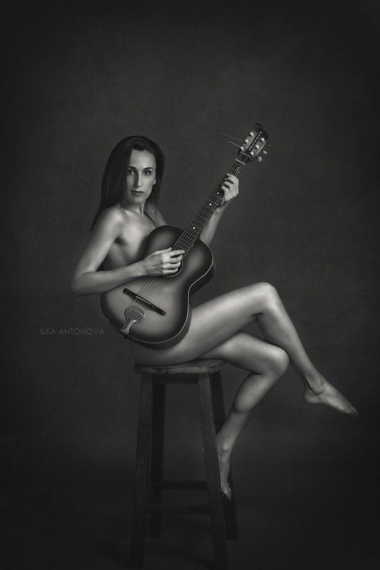 portrait, fine art, nude, erotic, sexy, woman, model, guitar Radi with guitarphoto preview
