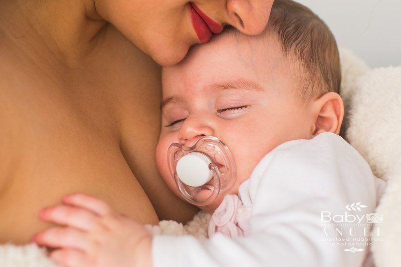 мама,дочь,новорожденная,newborn,girl,sleep сладко спитphoto preview