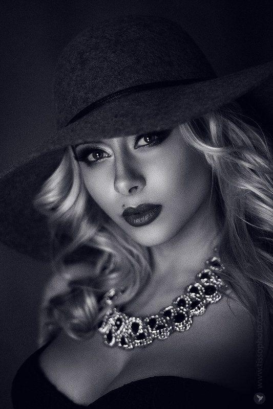 Портрет, лицо, девушка, взгляд, украшения, красота, шляпа,  Викторияphoto preview