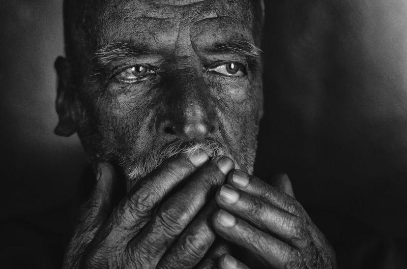 старик Вся жизнь на лицеphoto preview