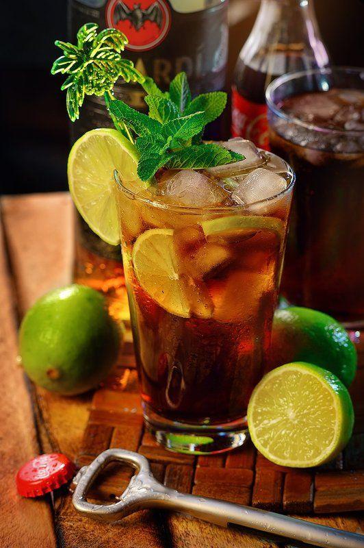 коктейли, кола, ром, лайм, алкоголь Por Cuba Librephoto preview
