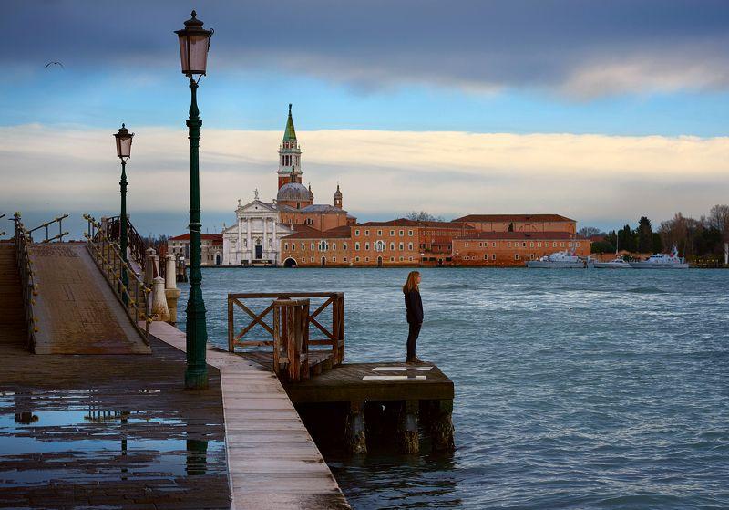 Венеция, Италия, путешествия, человек, море, небо Человек, город, одиночество...photo preview
