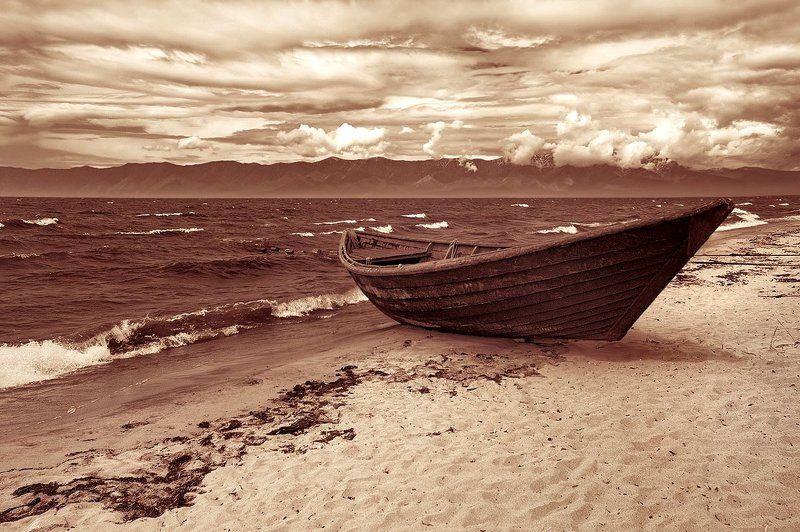 Там одиночество среди смятенья волнphoto preview