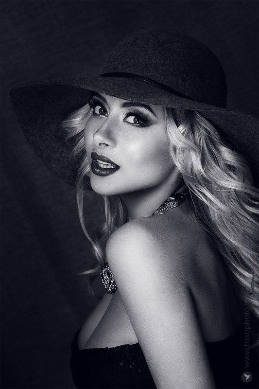 Портрет, девушка, лицо, красота, взгляд, украшения, глаза Виктория photo preview