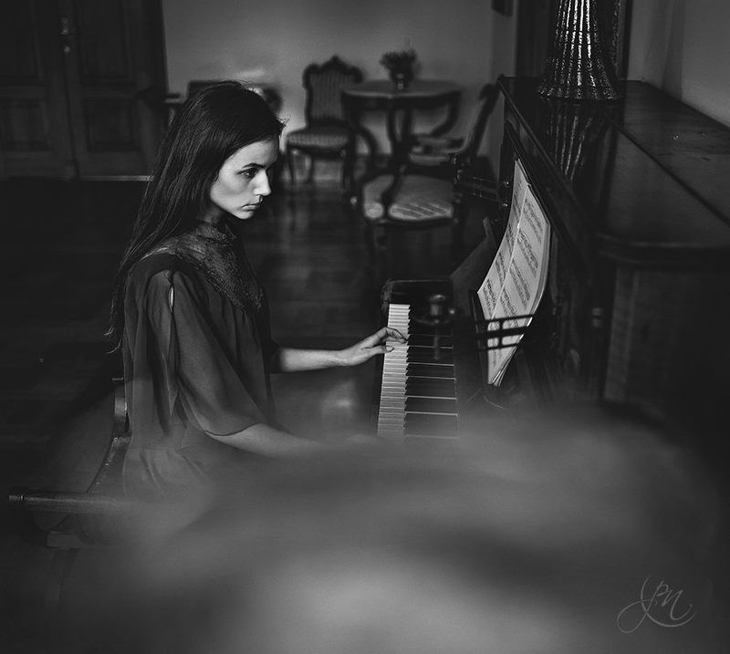 gorczes, model, piotr, poland,  Pianos BWphoto preview