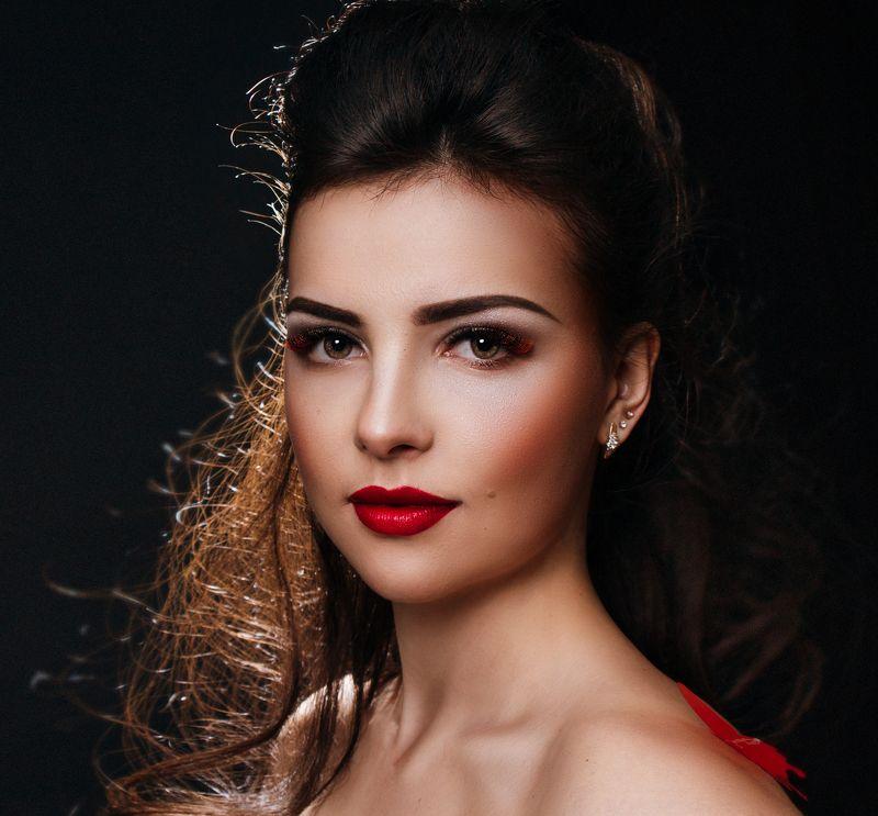 девушка, портрет, студия, свет, лицо, волосы, губы, глаза, образ, ресницы, красота, красиво, прекрасно Алинаphoto preview