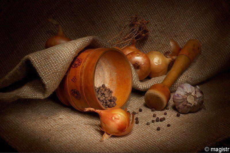 ступка, пестик, лук, чеснок, перец, специи натюрморт с лукомphoto preview