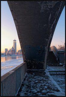 Прогулки по московским мостам. Стринги.