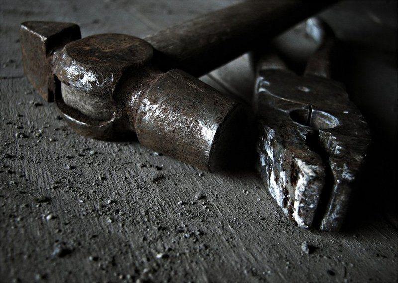 старая мастерская, плоскогубцы, молоток, пасатижы соскучилисьphoto preview