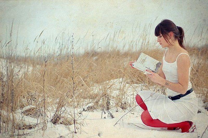 снег,девушка,красный,холод,зима,одиночество photo preview