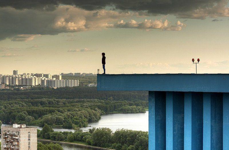 крыша, крыши, город, москва, вечер, небо, выступ, небоскрёбы, высотки Пока ветер стихphoto preview