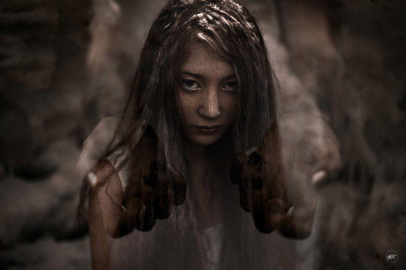 девушка, глаза, кудри, руки, пальцы, мальтиэкспозиция, портрет, взгляд, ведьма, мрачно, темно, canon, 1ds, 35a, sigma Похожая на ведьмуphoto preview