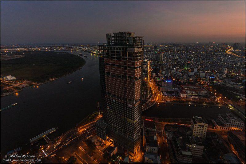 Вьетнам, Сайгон,  Вечерний Сайгонphoto preview