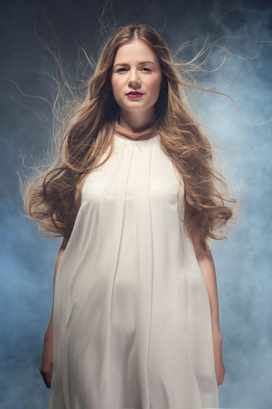 Ветер в волосах, Девушка в белом, Летящие волосы Лизаphoto preview