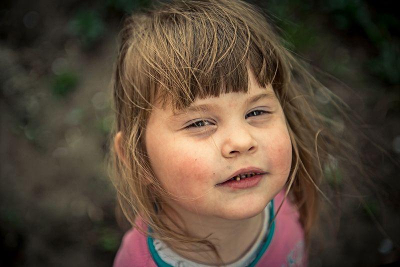 Портрет, девочка, ребёнок, ветер, позирует Наськаphoto preview