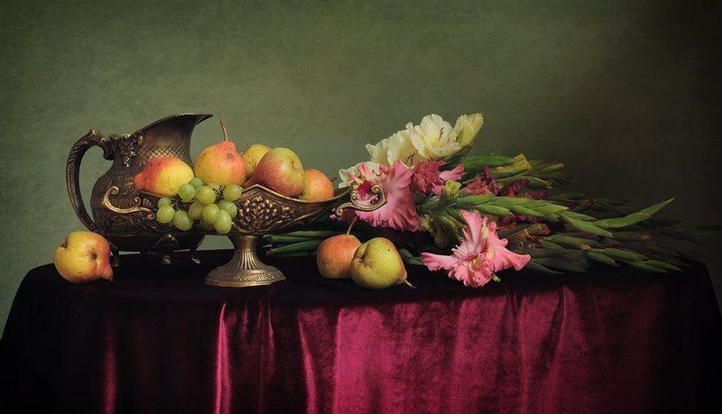 Натюрморт с цветами и фруктамиphoto preview