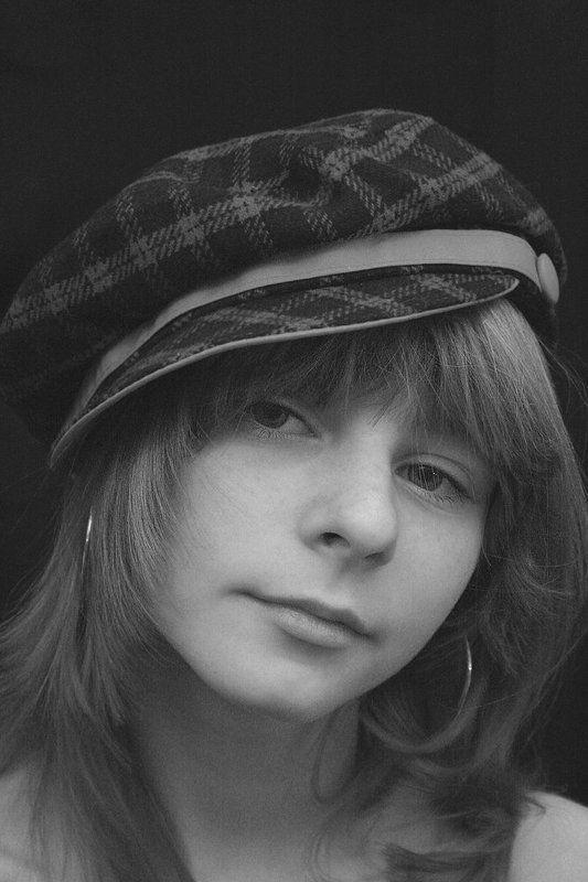 портрет, девочка в кепке B/Wphoto preview