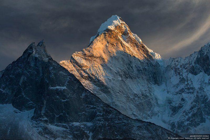 Непал, Гималаи, горы, трек, треккинг, снег, пейзаж, путешествия, рассвет, закат, Ама Даблам, Чукунг, гора, пик, вершина, Сагарматха, Эверест Ее величество Ама Дабламphoto preview