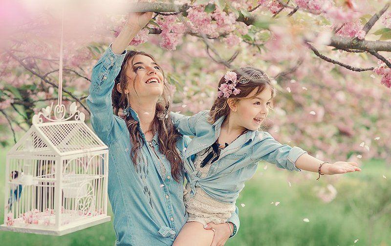 семья, мама, любовь, дочка, весна, свет, клетка, птица, цвет, цветок, бохо,жизнь ***photo preview