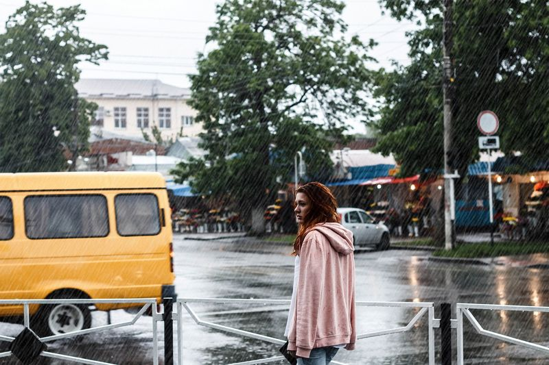 дождь, девушка, город Среди дождяphoto preview