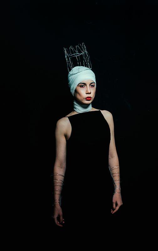 девушка, фото, портрет, внутри, эго, иваново, фотограф, темнота, душа Двойная королеваphoto preview