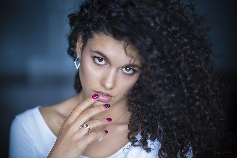 Brunette, Curly hair, Portrait Kingaphoto preview