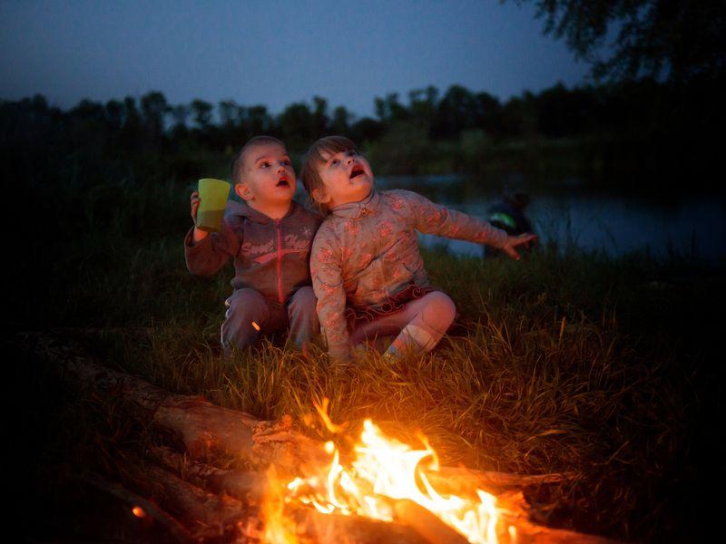 дети, вечер, костёр, огонь, вода, пруд, сумерки, детство, радость, удивление, познавание Через тернии к звёздамphoto preview