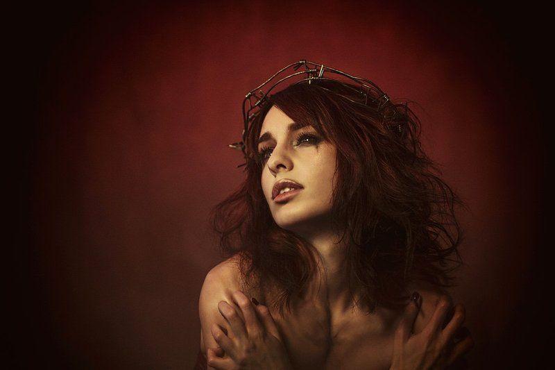 портрет, венец, эмоции жертваphoto preview