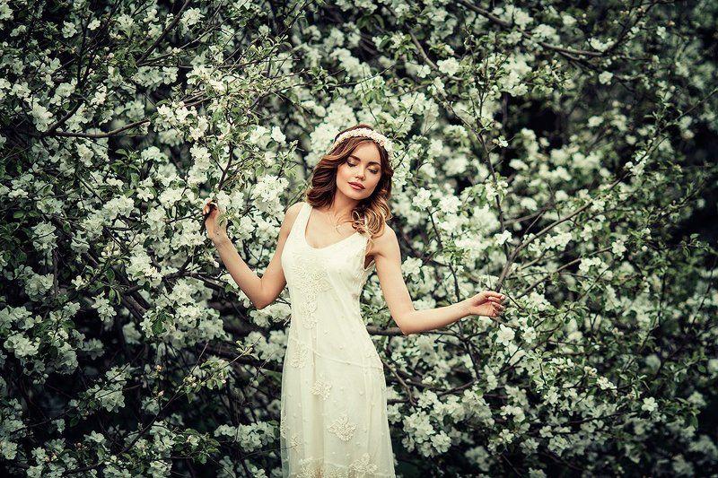 модель, девушка, женщина, портрет девушки, женский портрет, девочка, сад, цветущий сад, красота, молодость, улыбка, фотосессия, природа, цветы, прическа, радость, photo-park, парк White Garden | Liliya Nazarovaphoto preview