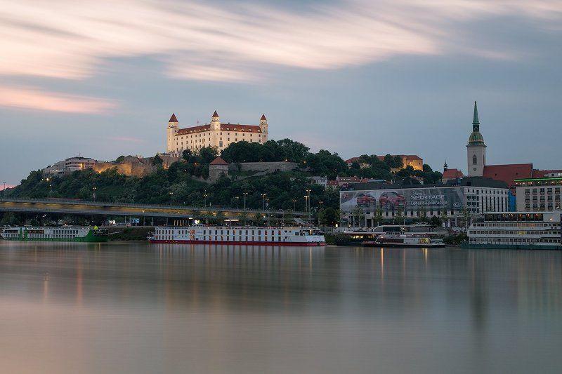 Братислава, Замок, словакия, Дунай, корабли,  Вечер в Братиславе.photo preview