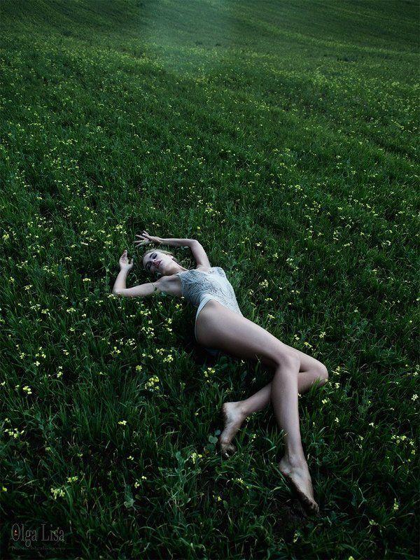 Fashion, Field, Girl, Green, Model, Russia, Siberia, Young celandinephoto preview
