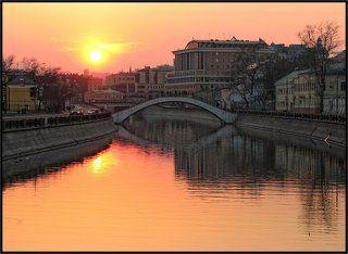 Так в Москве садится солнце.