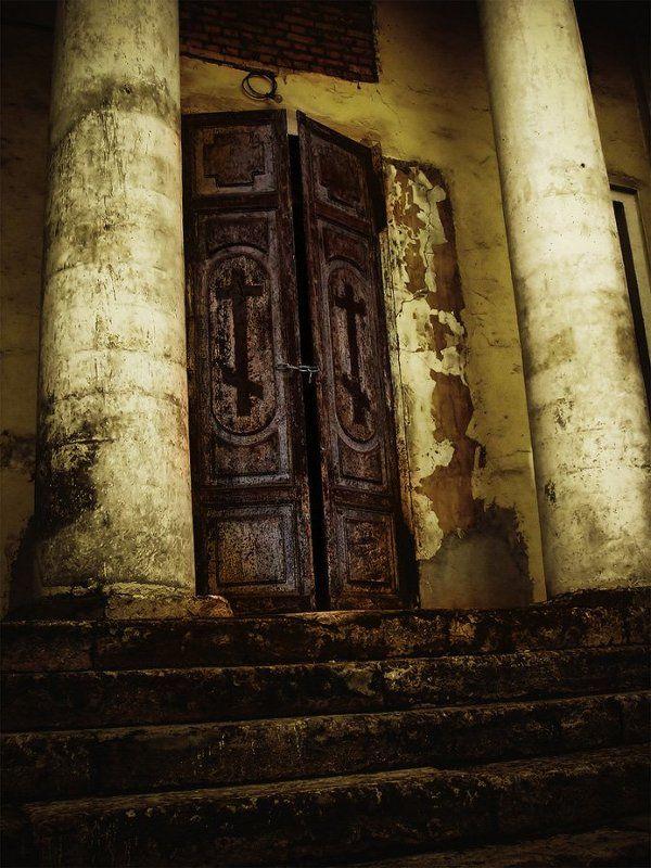 москва, церковь, дверь, цепь, арт У Бога выходнойphoto preview