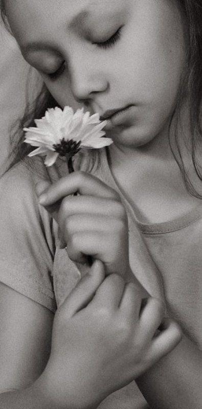 girl, child, flower Flowerphoto preview