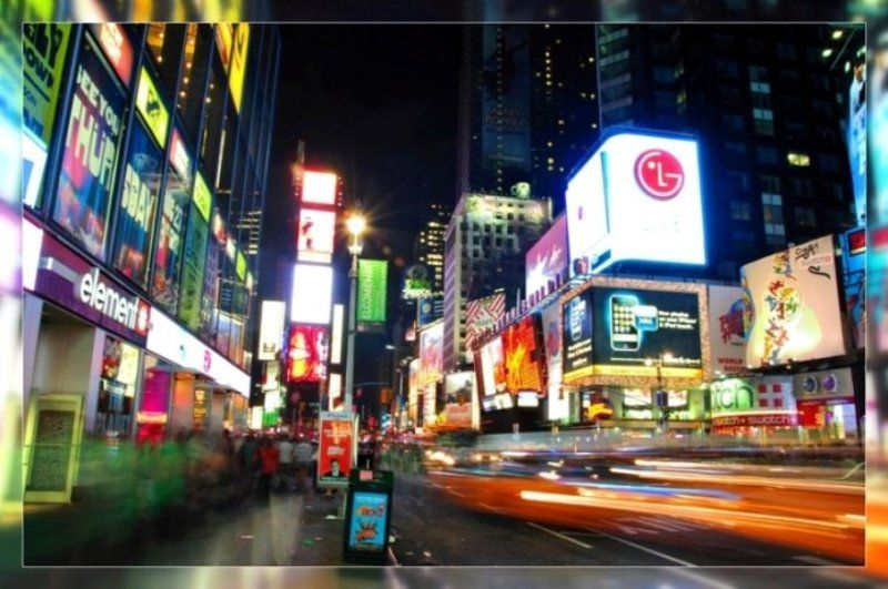 нью-йорк час пик город улица машины ритм такси движение дорога ночь огни реклама таймс сквер Non stopphoto preview