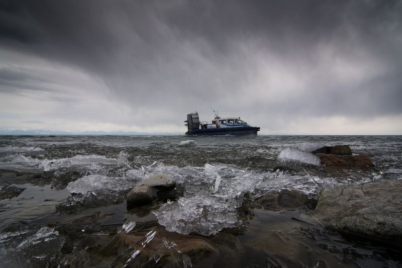 Байкал, Россия, Байкальский лед, глиссер По суровому Байкалуphoto preview