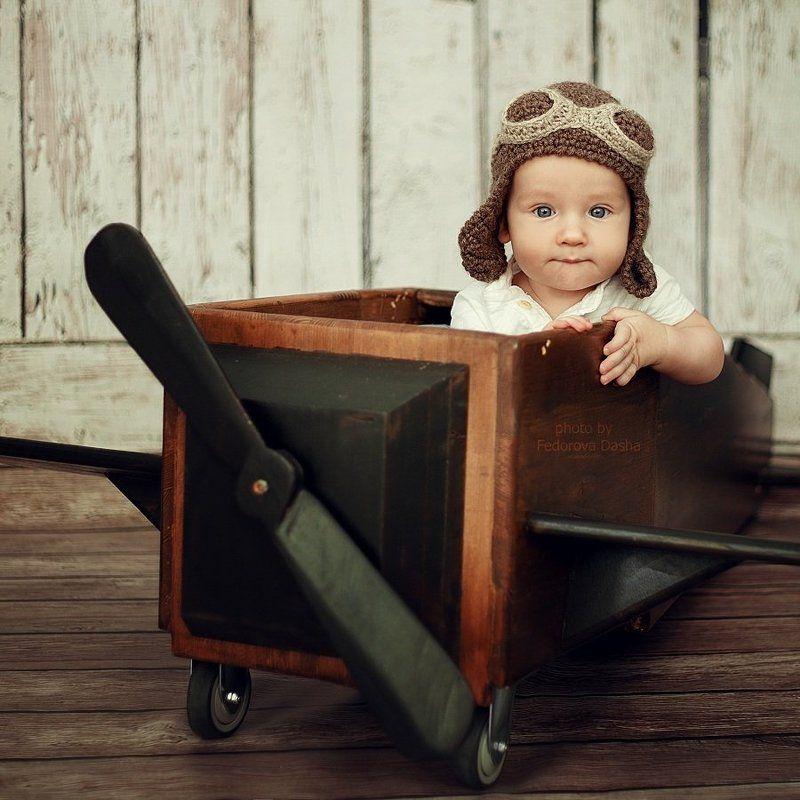 дети ребенок мальчик самолет портрет студия Сашенькаphoto preview