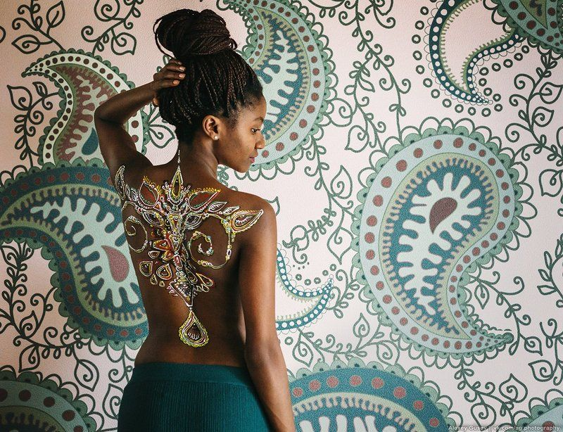 girl,bodyart,model,paisley,wall,black,afro,beauty Paisleyphoto preview