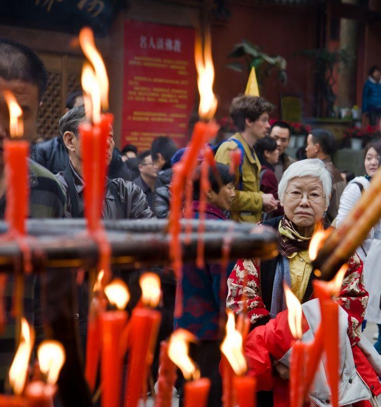 Лэшань Китай Лицом к огнюphoto preview