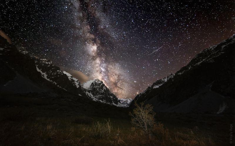 казахстан, ночь, млечный путь, горы Ночь перед восхождениемphoto preview