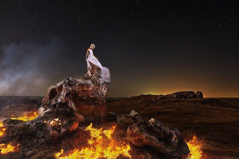 горы, портрет, девушка, огонь, бурерожденная, пламя, одиночество, камышин, душа \