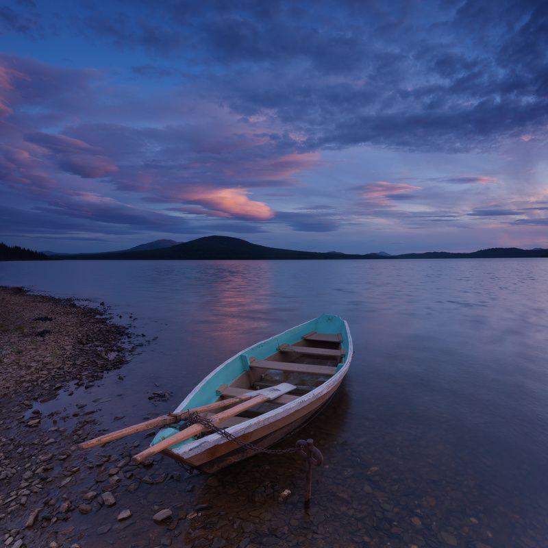 закат, зюраткуль, лодка, озеро, облака Перед ночной рыбалкойphoto preview