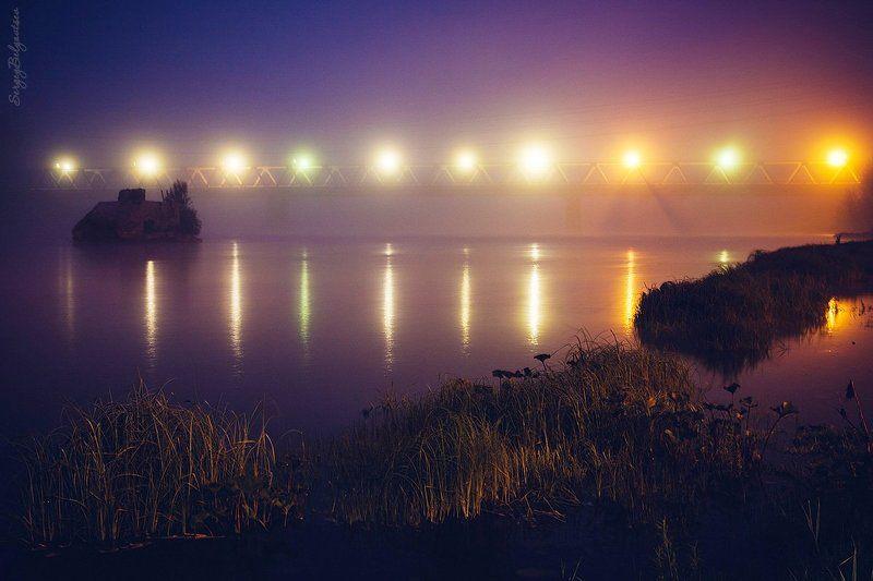 река, Мрас-Су, берег, мост, фонари, бык, трава, ночь, утро Перед рассветомphoto preview