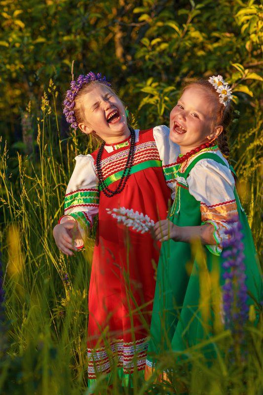 этнос, лето, закат, девочки, венок, сарафан, солнце, люпины Девчушки-хохотушкиphoto preview