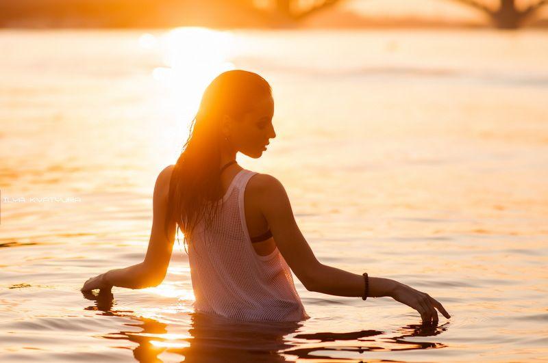 девушка, вода, киев, брызги, пляж, солнце, лето, жара, тепло, секси, Sunsetphoto preview