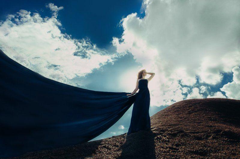 девушка парус небо облака шлейф обьем контровый земля ветер Sailphoto preview