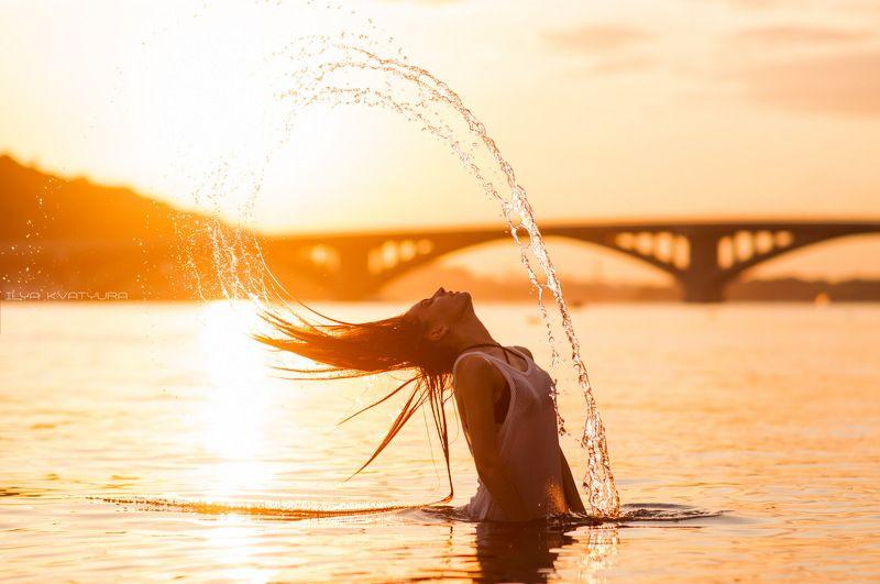 девушка, вода, киев, брызги, пляж, солнце, лето, жара, тепло, секси Sunsetphoto preview