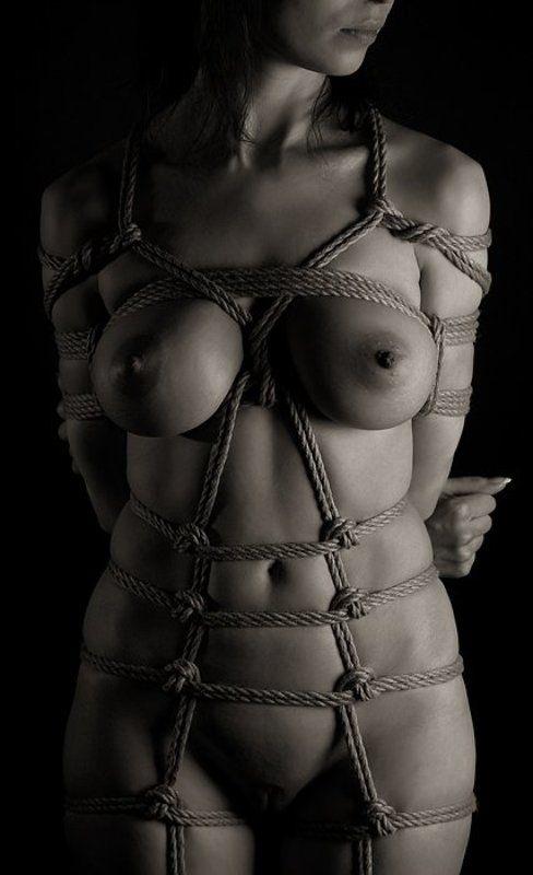 Сексуальными голая девушка в веревках смотреть онлайн баба порно