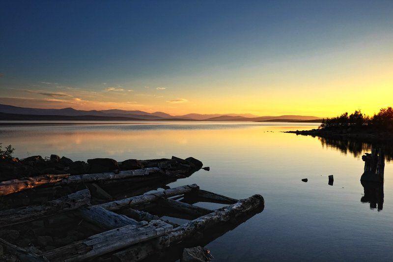 Белые ночи, Горы, Заполярье, Кольский полуостров, Мончеозеро Мончеозеро. Полночь.photo preview